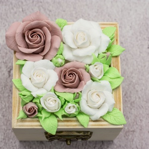 Ékszertartó doboz minden alkalomra/Rózsás gyűrűtartó dobozka esküvőre/Pasztellszínű tárolódobozoz, Esküvő, Gyűrűtartó & Gyűrűpárna, Kiegészítők, Gyurma, Meska
