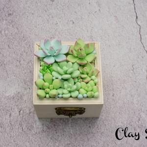 Ékszertartó doboz minden alkalomra/Pozsgás gyűrűtartó dobozka esküvőre/Kövirózsás tárolódobozoz, Gyűrűtartó & Gyűrűpárna, Kiegészítők, Esküvő, Gyurma, Ez a kis tárolódoboz bármilyen alkalomra ideális ajándék. Legyen az szülinap, névnap, házassági évfo..., Meska