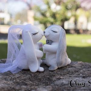 Nyuszipár/Nyuszi menyasszony, vőlegény/Esküvői tortadísz, Sütidísz, Dekoráció, Esküvő, Gyurma, Egy nyuszipárból álló tortadísz, mely örök emlék maradhat a nagy esemény után. \nSüthető gyurmából, k..., Meska