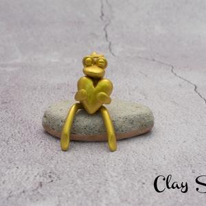 Arany béka/Békakirály/Szerelmes breki, Dísztárgy, Dekoráció, Otthon & Lakás, Gyurma, Süthető gyurmából kézzel formázott kis béka \nTökéletes ajándék lehet valakinek, akit szeretsz, vagy ..., Meska