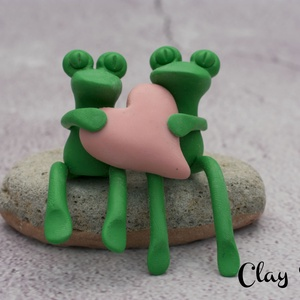 Szerelmes békapár/Szívecskés brekik, Otthon & Lakás, Dekoráció, Asztaldísz, Gyurma, Süthető gyurmából kézzel formázott kis békapár.  \nTökéletes ajándék lehet valakinek, akit szeretsz, ..., Meska