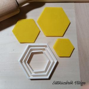 Hatszögek - süteménykiszúró forma, sütipecsét. Linzer, mézeskalács, keksz kiszúró, Otthon & lakás, Konyhafelszerelés, Mindenmás, Mézeskalácssütés, 3 db hatszög forma sütemény kiszúró. \nSaját tervezésű süteménykiszúró forma, mely 3D nyomtatással ké..., Meska