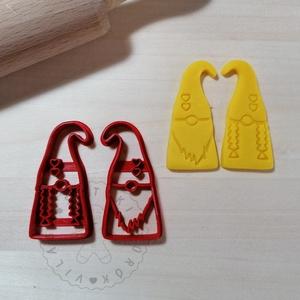 Gnóm pár (2db) - süteménykiszúró forma, sütipecsét. Sütikiszúró. Linzer, mézeskalács, keksz kiszúró, Otthon & Lakás, Konyhafelszerelés, Sütikiszúró, Mindenmás, Mézeskalácssütés, Szerelmes gnóm pár sütemény kiszúró forma. 2 db.\nSaját tervezésű süteménykiszúró forma, mely 3D nyom..., Meska