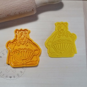 Vitalstatistix - süteménykiszúró forma, sütipecsét. Sütikiszúró. Linzer, mézeskalács, keksz kiszúró, Otthon & Lakás, Konyhafelszerelés, Sütikiszúró, Mindenmás, Mézeskalácssütés, Vitalstatistix sütemény kiszúró forma és minta nyomó.   (Asterix)\nSaját tervezésű süteménykiszúró fo..., Meska