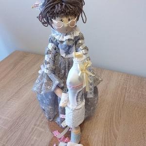 Flóra baba, Otthon & Lakás, Dekoráció, Dísztárgy, Varrás, Festészet, 30 cm magas, textil baba. Kíváló dekoráció egy varrószobába, vagy üzletbe., Meska