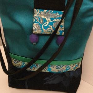 Türkiz filcgyöngyös selyem táska  KZ-F/1, Táska, Divat & Szépség, Táska, Válltáska, oldaltáska, Varrás, Nemezelés, Iparművész termék. Különböző selyem anyagokból, taftból készítettem ezt az alkalmi táskát.  Elején a..., Meska