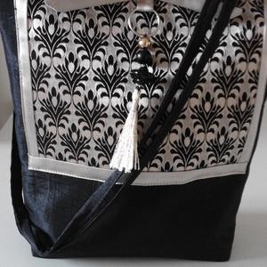 Fekete-arany alkalmi textil táska FA/003, Táska, Divat & Szépség, Táska, Válltáska, oldaltáska, Gyöngyfűzés, gyöngyhímzés, Varrás, Iparművész darab. Egyedi munka.\nEnnél a táskánál is mintás selymet és egyszínű taftot kombináltam. A..., Meska