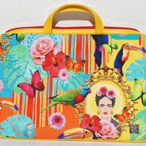 Sárga Fridás laptop táska, Táska & Tok, Laptop & Tablettartó, Laptoptáska, Sárga textilbőrrel kombinált laptop táska . A mérete 34x24 cm, vastagsága 4cm. Ennél kisebb laptop f..., Meska