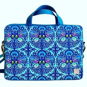 Kék mintás laptop táska, Táska & Tok, Laptop & Tablettartó, Laptoptáska, Türkiz textilbőrrel kombinált laptop táska . A mérete 34x24cm, vastagsága 4cm. Ennél kisebb laptop f..., Meska