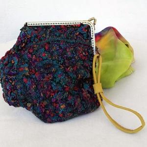 Nemezelt kis táska