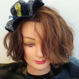 """Nemezelt kalap pin up \"""" Bátornak \"""", Táska, Divat & Szépség, Sál, sapka, kesztyű, Ruha, divat, Sapka, Nemezelés, A kis pin up kapap 100% gyapjúból készült viszkóz rost hozzáadásával . , Meska"""