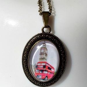 London, Ékszer, Medálos nyaklánc, Nyaklánc, London üveglencsés nyaklánc. Anyaga antik réz  Méret medál:30 x 40 mm Üveglencse:25 x 18 mm  Nyaklán..., Meska