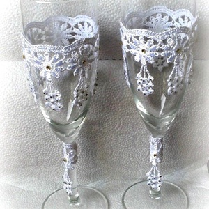 csipkés vintage pohárszett, Esküvő, Esküvői dekoráció, Nászajándék, Csipkekészítés, Decoupage, transzfer és szalvétatechnika, Egyedi, kézzel készített esküvői  pezsgős pohár szett vintage stílusban.Sok apró strasszkővel  díszí..., Meska