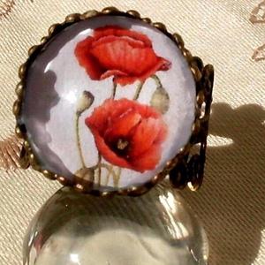 Pipacs gyűrű, Ékszer, Gyűrű, Nyaklánc, Ékszerkészítés, Pipacs kedvelőknek készült  üveglencsés  gyűrű .\n\nmérete állítható.\nüveglencse :16 mm ., Meska