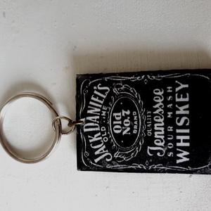 Jack  Daniels kulcstartó, Táska, Divat & Szépség, Kulcstartó, táskadísz, Táska, Férfi táska, Gyöngyfűzés, gyöngyhímzés, Decoupage, transzfer és szalvétatechnika, Jack Daniels kulcstartó faalapon !\n\nwhisky királya\n\n4cm x 5cm\n, Meska