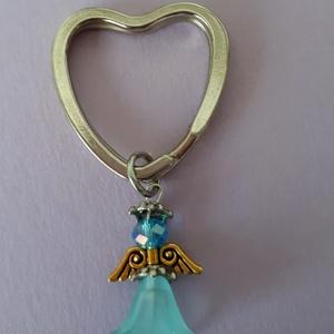 Az angyalok mindíg veled vannak, Táska, Divat & Szépség, Kulcstartó, táskadísz, Táska, Válltáska, oldaltáska, Otthon & lakás, Naptár, képeslap, album, Könyvjelző, Ékszerkészítés, Gyöngyfűzés, gyöngyhímzés, Az angyalok mindíg veled vannak!\nAngyalkás kulcstartó szív alakú !\n\nEz az angyalka vigyázni fog rád ..., Meska