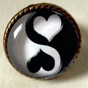 Yin Yang üveglencsés gyűrű, Ékszer, Gyűrű, Nyaklánc, Esküvő, Ékszerkészítés, A Yin és Yang negatív és pozitív, víz és tűz, nő és férfi, az őselemek egymásra hatásának jelképe.\n\n..., Meska