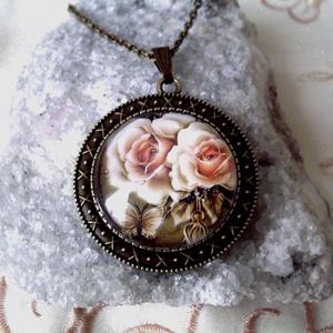 Elegáns rózsás nyaklánc, Ékszer, Nyaklánc, Esküvő, Esküvői ékszer, Ékszerkészítés, Fotó, grafika, rajz, illusztráció, Romantikus rózsa születésnapra, nőnapra névnapra,anyukáknak,barátnőnek!\n\nMéret:30 x 30 mm üveglencse..., Meska