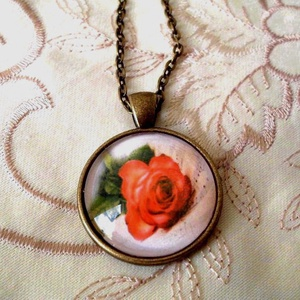 A kertek királynője, Ékszer, Ékszerszett, Nyaklánc, Medál, Ékszerkészítés, Fotó, grafika, rajz, illusztráció, A kertek virága és királynője ez a rózsaszál!\n\nÜveglencsébe zárt rózsa !\n\nMedál méret:25 x 25 mm üve..., Meska