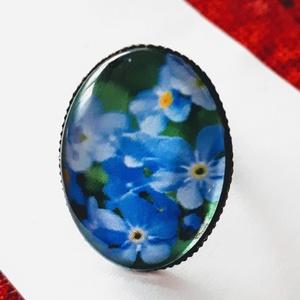 Egyedi üveglencsés gyűrű, Statement gyűrű, Gyűrű, Ékszer, Ékszerkészítés, egyedi üveglencsés gyűrű estike,vagy más néven kék nefelejcs virággal !\n\nméret állítható\nanyaga anti..., Meska