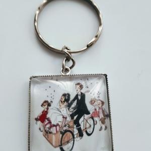 Vicces esküvői kulcstartó, Táska & Tok, Kulcstartó & Táskadísz, Kulcstartó, Ékszerkészítés, Vicces esküvői kulcstartó kiegészítő ajándék vőlegénynek menyasszonynak!\n\naz üveglencse 25x25mm..., Meska