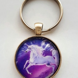 Unikornis üveglencsés kulcstartó, Táska & Tok, Kulcstartó & Táskadísz, Kulcstartó, Ékszerkészítés,  Unikornis. Specialitás, Ló alakú állat, egyenes, hosszú szarvval a homlokán.Mitikus ló \n\nÜveglencsé..., Meska