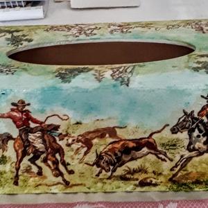 Papirzsepi tartó férfiaknak nőknek  fiunak lánynak, Otthon & Lakás, Tárolás & Rendszerezés, Zsebkendőtartó, Festett tárgyak, Decoupage, transzfer és szalvétatechnika, Westernfilmeket idéző papírzyeptartó ,ha kedveled az indiánokat cowboyokat!\ndecopague technikával ké..., Meska