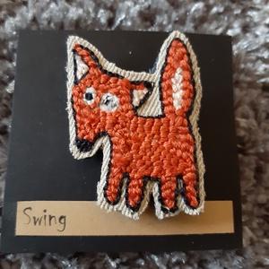 Fox varrott  kitűző, Ékszer, Kitűző, bross, Hímzés, Punch needle eszközzel kézi munkával készült kitűző. Újrahasznosított farmer anyagra hímezve.  táská..., Meska