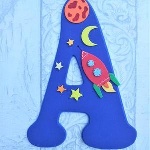 Dekorgumi gyerekszoba dekoráció nagyméretű név űrhajós, Gyerek & játék, Gyerekszoba, Dekoráció, Otthon & lakás, Falmatrica, Mindenmás, Dekorgumi gyerekszoba dekoráció nagyméretű név űrhajós\n\nA betűk mérete: 20 cm magas és 2x 2mm vastag..., Meska