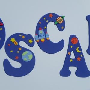 Dekorgumi gyerekszoba dekoráció nagyméretű név űrhajós 5 betűs név, Gyerek & játék, Gyerekszoba, Otthon & lakás, Dekoráció, Falmatrica, Baba falikép, Mindenmás, Dekorgumi gyerekszoba dekoráció nagyméretű név űrhajós 5 betűs név\n\nA betűk mérete: 20 cm magas és 2..., Meska