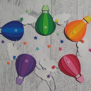 hőlégballon girland/bunting felhőkkel szivárvány színű, Gyerek & játék, Gyerekszoba, Dekoráció, Otthon & lakás, Dísz, Mindenmás, Hőlégballon girland/bunting felhőkkel szivárvány színű\n\nEz a dekorgumiból készült girland/bunting bá..., Meska