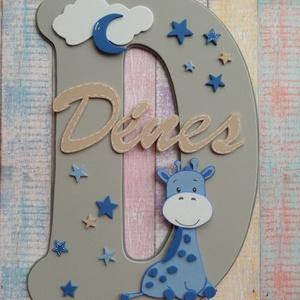 Zsiráf, csillagok, névtábla, dekorgumi gyerekszoba dekoráció, Otthon & Lakás, Dekoráció, Betű & Név, Mindenmás, Dekorgumi gyerekszoba dekoráció, névtábla, zsiráf, csillagok\n\nA nagy betűn (név kezdőbetűje) középen..., Meska