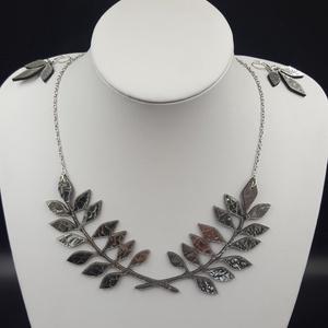 Egyedi tervezésű bőr ezüst színű nyaklánc