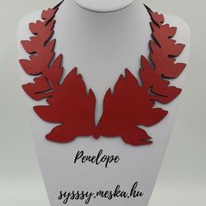 Penelope egyedi bőr nyaklánc, Ékszer, Nyaklánc, Ballagás, Ünnepi dekoráció, Dekoráció, Otthon & lakás, Anyák napja, Ékszerkészítés, Bőrművesség, Piros színű valódi olasz marhabőrből egyedileg tervezett és kivágott nyaklánc, 220x240 mm, állítható..., Meska