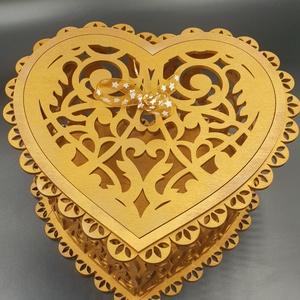 Szív alakú festett díszdoboz, Dekoráció, Otthon & lakás, Ünnepi dekoráció, Dísz, Famegmunkálás, Festett tárgyak, Fából kivágott szív alakú dísz ékszeres-bonbonos doboz bronz színre festve, csillagos szalaggal a te..., Meska