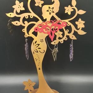 Női alakot ábrázoló ékszertartó fa, Ékszertartó állvány, Ékszertartó, Ékszer, Famegmunkálás, Festett tárgyak, Női alakot ábrázoló ékszertartó fa bronz színre festve.\nMérete: 30x25 cm.\nNapi inspirációk hatására ..., Meska