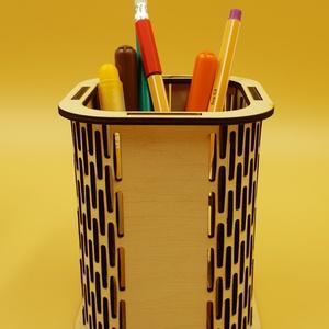 Írószer tartó doboz, Lakberendezés, Otthon & lakás, Tárolóeszköz, Doboz, Famegmunkálás, Festett tárgyak, Nyír rètegelt lemezből kivágott, àltalam rajzolt és tervezett, lakozott írószer tartó doboz. \nAz üre..., Meska