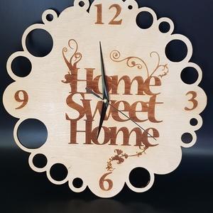 Gravírozott egyedi tervezésű lakozott fa fali óra, Dekoráció, Otthon & lakás, Lakberendezés, Falióra, óra, Dísz, Gravírozás, pirográfia, Famegmunkálás, Lakozott fa fali óra gravírozott motívummal. \nÓraszerkezetet adok hozzá. \nNapi inspirációk hatására ..., Meska