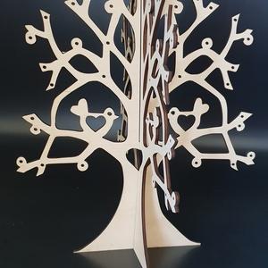 Szíves ékszertartó fa, Ékszertartó állvány, Ékszertartó, Ékszer, Famegmunkálás, Festett tárgyak, Szíves ékszertartó fa natúr, lakozott vagy festett változatban.\nMérete: 25x29 cm.\nNapi inspirációk h..., Meska