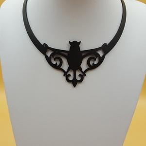 Denevér motívumos egyedi bőr nyaklánc, Ékszer, Nyaklánc, Denevér motívumos valódi olasz marhabőrből megtervezett és kivágott egyedi nyaklánc, 170x230 mm, áll..., Meska