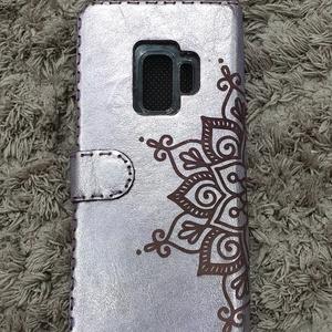 Mandalás egyedi készítésű gravírozott bőr telefon tok (Sysssy) - Meska.hu