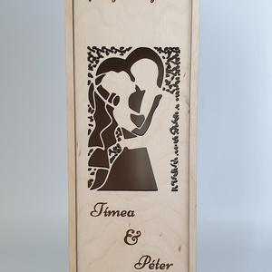 Egyedi esküvői szülőköszöntő bortartó esküvőre, Esküvő, Nászajándék, Férfiaknak, Meghívó, ültetőkártya, köszönőajándék, Gravírozás, pirográfia, Famegmunkálás, Saját tervezésű egyedi bortartó esküvőre öröm szülőknek. \nAnyaga natúr nyír rétegelt lemez. \nNapi in..., Meska
