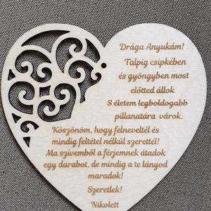 Esküvői hűtőmágnes örömszülőknek esküvőre , Szülőköszöntő ajándék, Emlék & Ajándék, Esküvő, Gravírozás, pirográfia, Famegmunkálás, Köszönetajándék, emlék esküvőre öröm szülőknek.\nGravírozott nyír fa lap mágnessel a hátulján. \nNapi ..., Meska