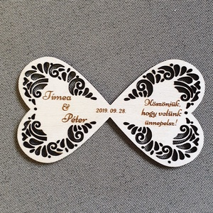 Esküvői hűtőmágnes Köszönetajándék esküvőre , Hűtőmágnes, Konyhafelszerelés, Otthon & Lakás, Gravírozás, pirográfia, Famegmunkálás, Köszönetajándék, emlék esküvőre a kedves vendégeknek. \nGravírozott nyír fa lap mágnessel a hátulján...., Meska