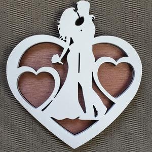 Egyedi esküvői gyűrűtartó tálca esküvőre, Gyűrűtartó & Gyűrűpárna, Kiegészítők, Esküvő, Gravírozás, pirográfia, Famegmunkálás, Saját tervezésű egyedi gyűrűtartó tálca esküvőre. \nAnyaga natúr nyír rétegelt lemez. \nNapi inspiráci..., Meska