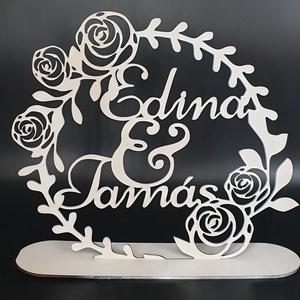 Egyedi esküvői asztaldísz esküvőre, èvfordulóra, Asztaldísz, Dekoráció, Esküvő, Gravírozás, pirográfia, Famegmunkálás, Saját tervezésű egyedileg rajzolt és kivágott,  fehérre festett, névre szóló asztaldísz esküvőre, èv..., Meska