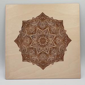 Mandala motívumos gravírozott fali kép, Mandala, Dekoráció, Otthon & Lakás, Famegmunkálás, Festett tárgyak, Mandala motívumos gravírozott fali kép mínőségi nyír fa lemezből.\nMérete 28x28 cm.\nNapi inspirációk ..., Meska