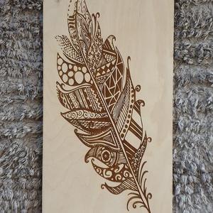 Indián toll fali kép gravírozással, Kép & Falikép, Dekoráció, Otthon & Lakás, Famegmunkálás, Festett tárgyak, Indián toll fali kép gravírozott mintával mínőségi nyír rétegelt lemezből. \nMérete 25x49 cm.  \nNapi ..., Meska