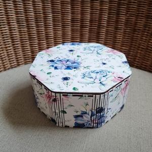 Egyedi motívummal készített díszdoboz, Otthon & Lakás, Dekoráció, Díszdoboz, Famegmunkálás, Festett tárgyak, Egyedi motívummal uv nyomtatott saját tervezésű lézervágott nyolcszög doboz.\nMérete 15x15x6 cm. \n..., Meska