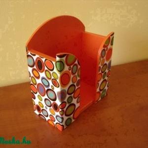 Színes - buborékos papírzsebkendő tartó, Dekoráció, Otthon & lakás, Dísz, Lakberendezés, Tárolóeszköz, Decoupage, transzfer és szalvétatechnika, Festett tárgyak, Decoupage technikával készítettem ezt a mutatós papírzsebkendő tartót.\nA vidám, színes buborékoknak ..., Meska